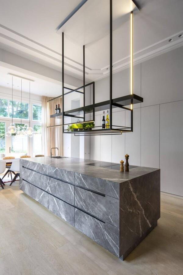 Столешница под мрамор из акрилового камня на кухне