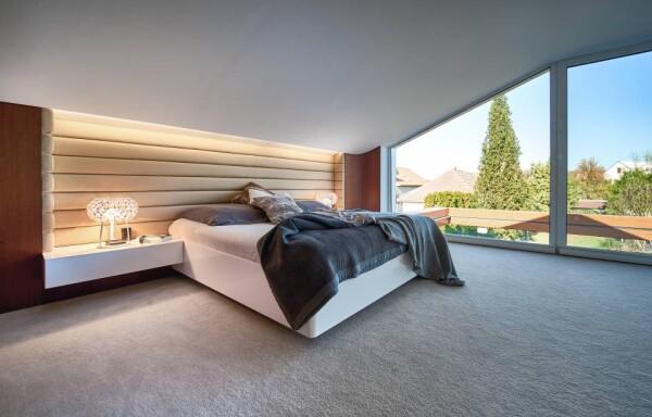Фасад кровати из акрилового камня в спальне