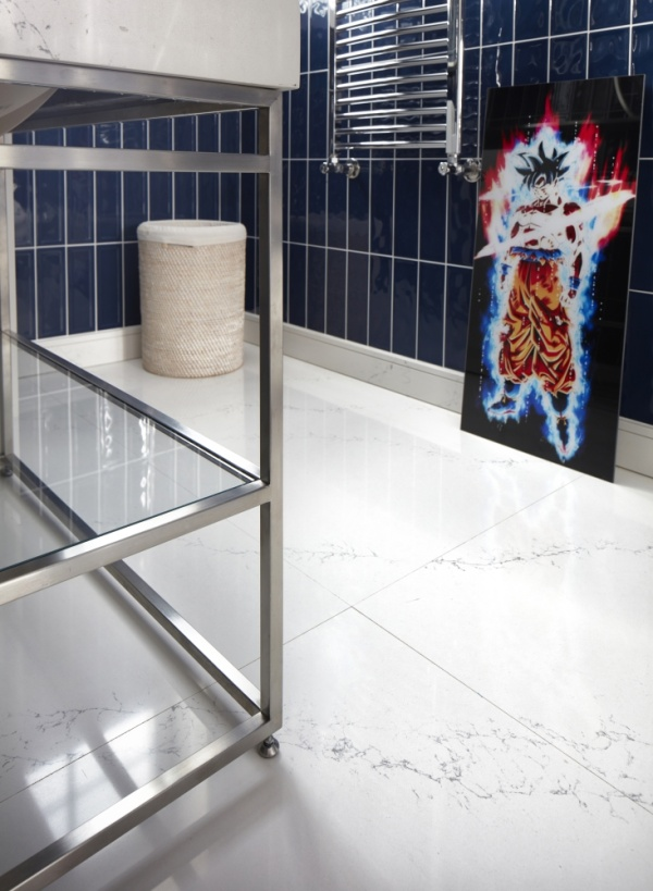 Пол из кварцевого камня в ванной комнате и туалете